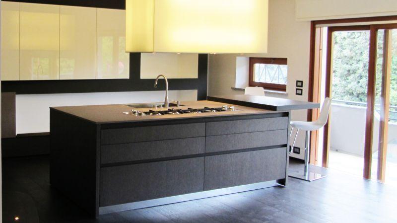 cucina-binova-isola-cappa-appartamento-bellaria-porto - Segni d\'Interni
