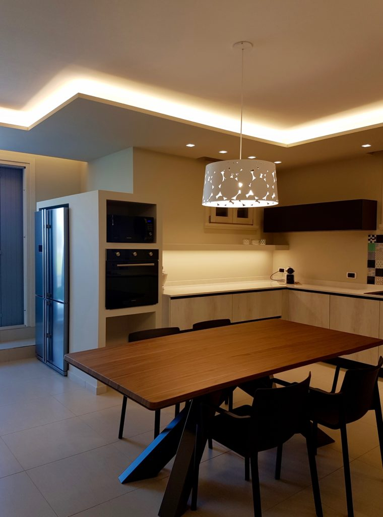 cucina-dining-cartongesso-contenitore-forni-led-residenza ...