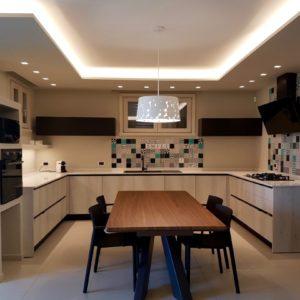 Cucina Dining Piastrelle Patchwork Cartongesso Contenitori Elettrodomestici Led Residenza Cesenatico