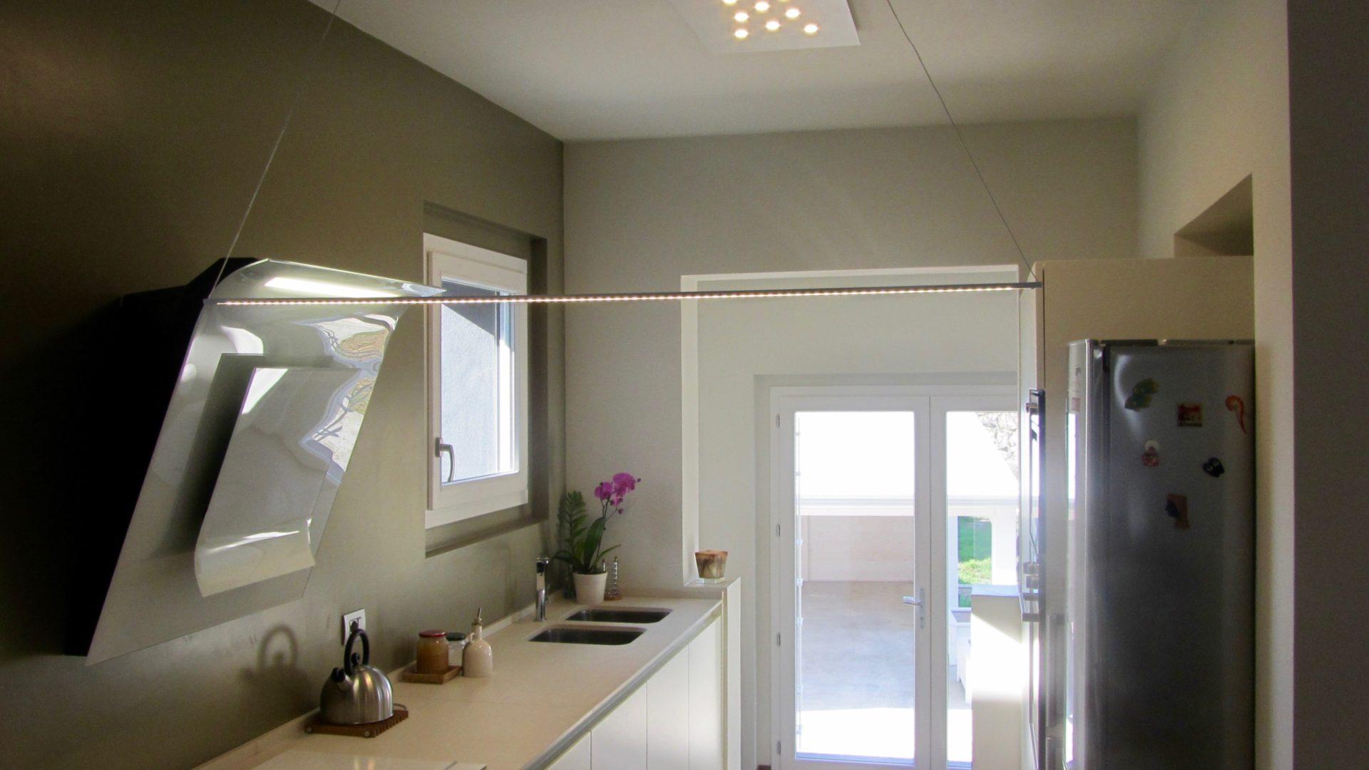 Cucina con penisola e sala da pranzo in residenza a - Cucina e sala ...