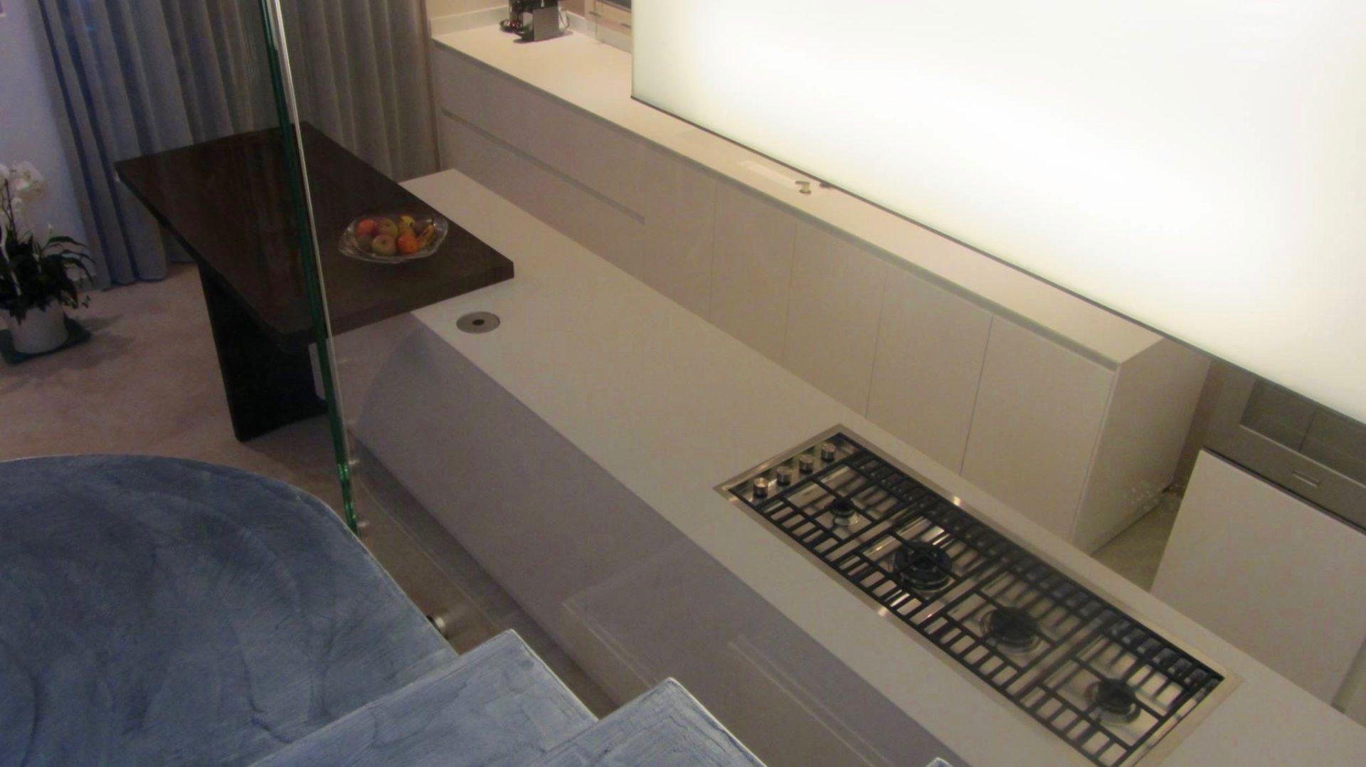 Cucina con isola e snack in residenza a bellaria segni d 39 interni - Spessore top cucina ...