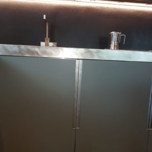 Particolare Ante Maniglia Piano Lavoro Acciaio Vintage Cucina Attico Rimini