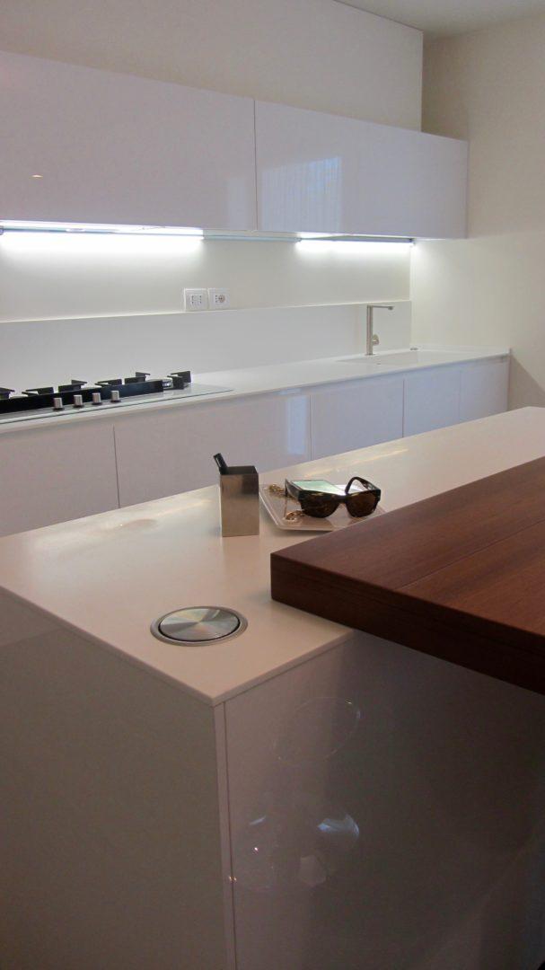 total-white-cucina-laccata-lucida-torretta-prese-abitazione-cesena ...