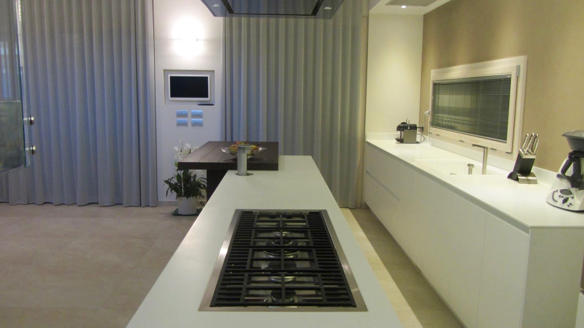 tv-concetto-interattivo-dinamico-spazio-cucina-funzionale ...